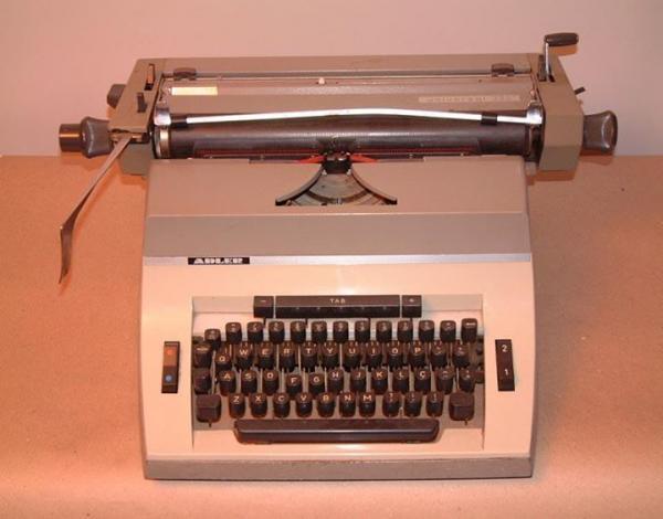 Maquina de escrever sucesso dos anos 80