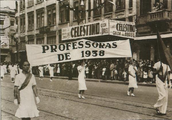 Lições de Civismo em 1938 na Frente do Palácio Avenida
