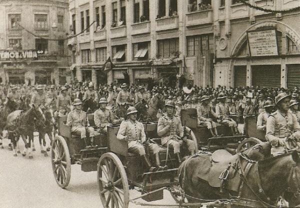 Paradas Militares em 1944 na frente do Palácio Avenida