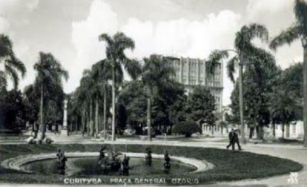 Praça General Osório Edifício Moreira Garcez