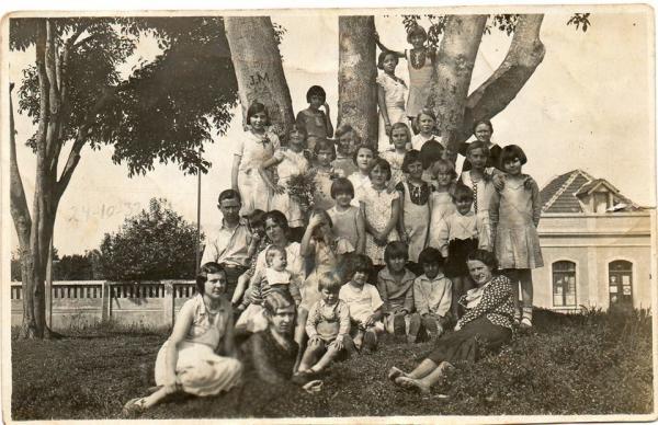 Na esquina das ruas Ubaldino do Amaral e Amintas de Barros em 1932
