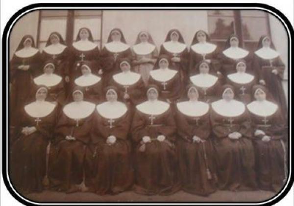 Freiras do Colégio Estadual Santa Candida em 1914